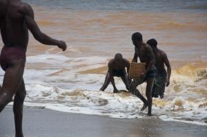 Aller-retour, la mer ne donne pas que du poisson ....